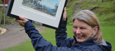 En stolt og glad Asker-ordfører Lene Conradi jubler over å ha blitt kåret til Årets hyttekommune. Foto: Sigbjørn Larsen/Norsk Hyttelag