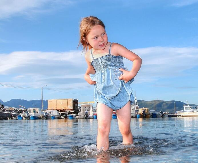 Barn som bader