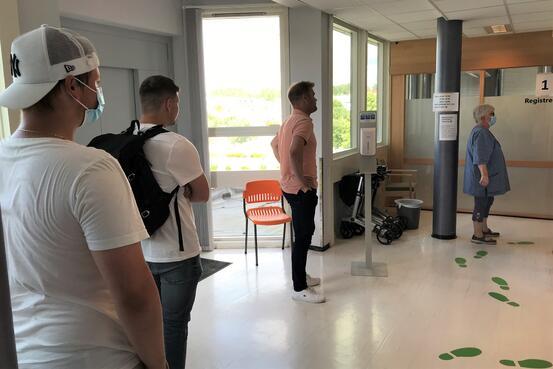 Kø til vaksine drop in 8. juli 21 Foto Ås kommune/Kari Skarheim