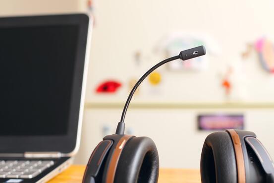 Headset sentralbord Petr Machacek unsplash